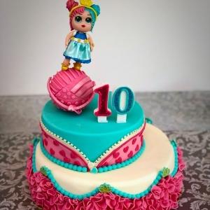 Lol's cake a due piani decorata con ball e LOL