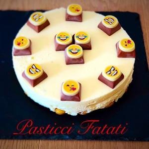 torta con cioccolatini emoticon