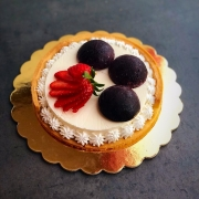 Crosfruit, crostata con panna cotta , gelée ai mirtillie e frutti rossi