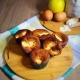 Muffin al farro e mele con ingredienti sullo sfondo