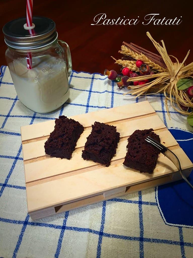 brownies al cioccolato fondente e cioccolato ai lamponi