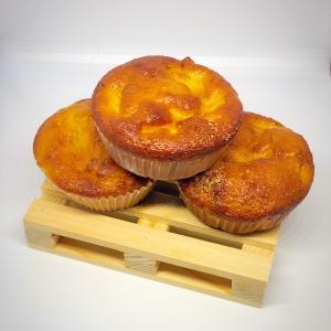 muffin mele e yogurt primo piano su pallet