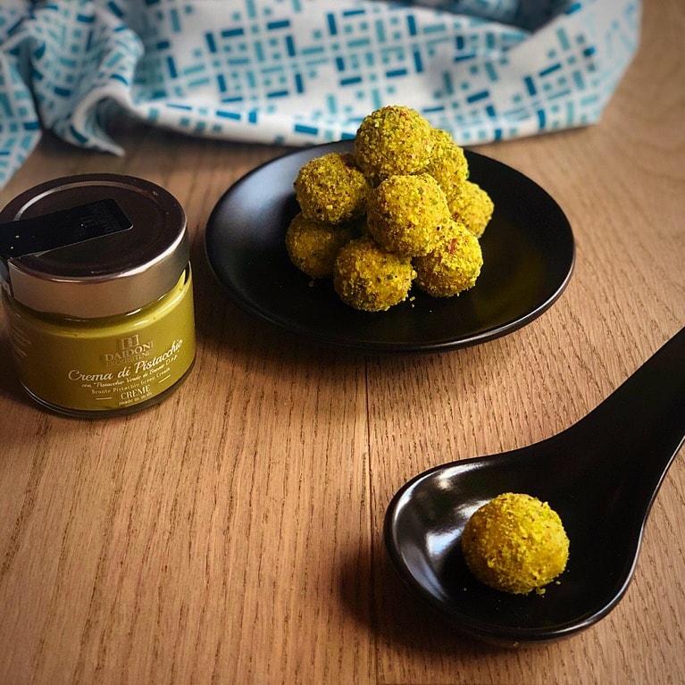 tratufi al pistacchio con cream daidone in evidenza