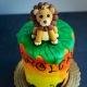 Leone su torta re leone vista dall'alto
