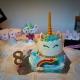 unicorn cake con meringhe e scatole unicorno