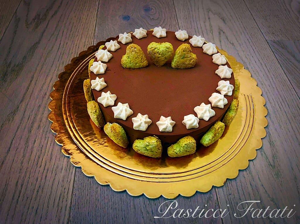 exotic cake decorata con biscotti e meringhe senza cake topper