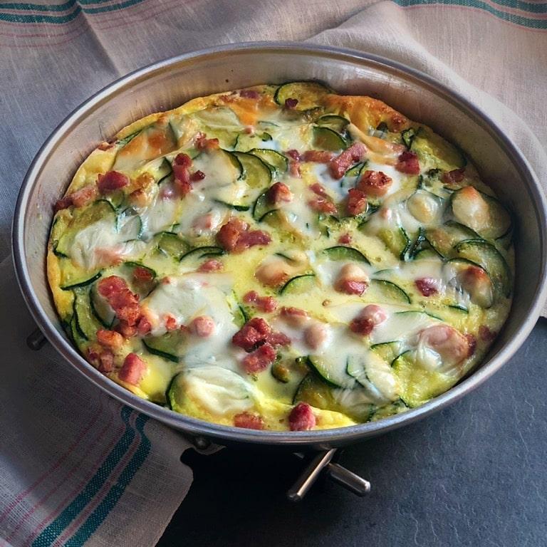 zucchine in teglia con patate pancetta uova e scamorza