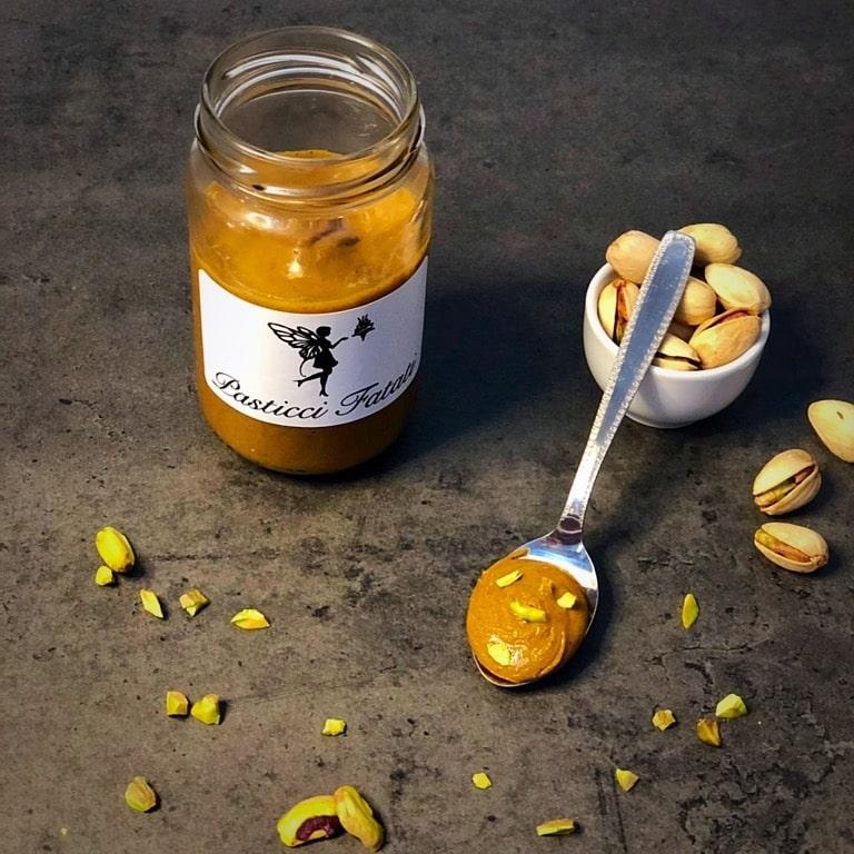 Pralinato al pistacchio cucchiaino e vasetto