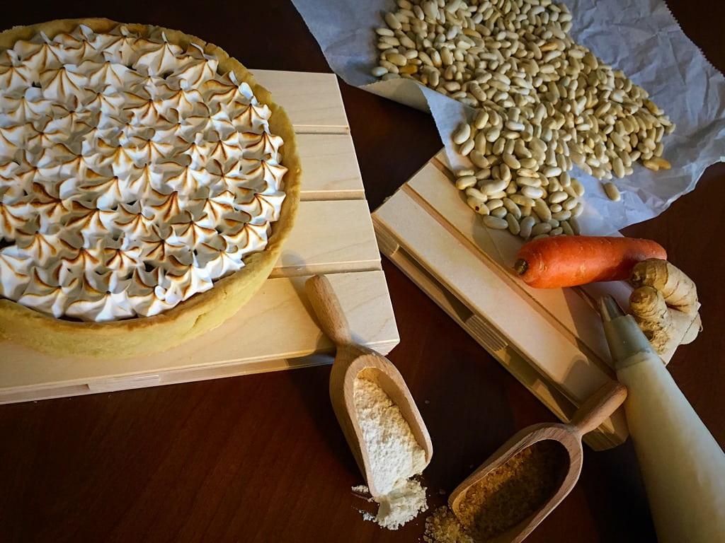 crostata di carote meringata con carote, farina e zucchero