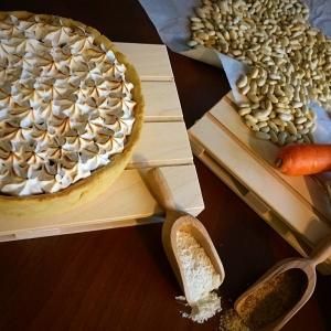 crostata di carote meringata con gli ingredienti