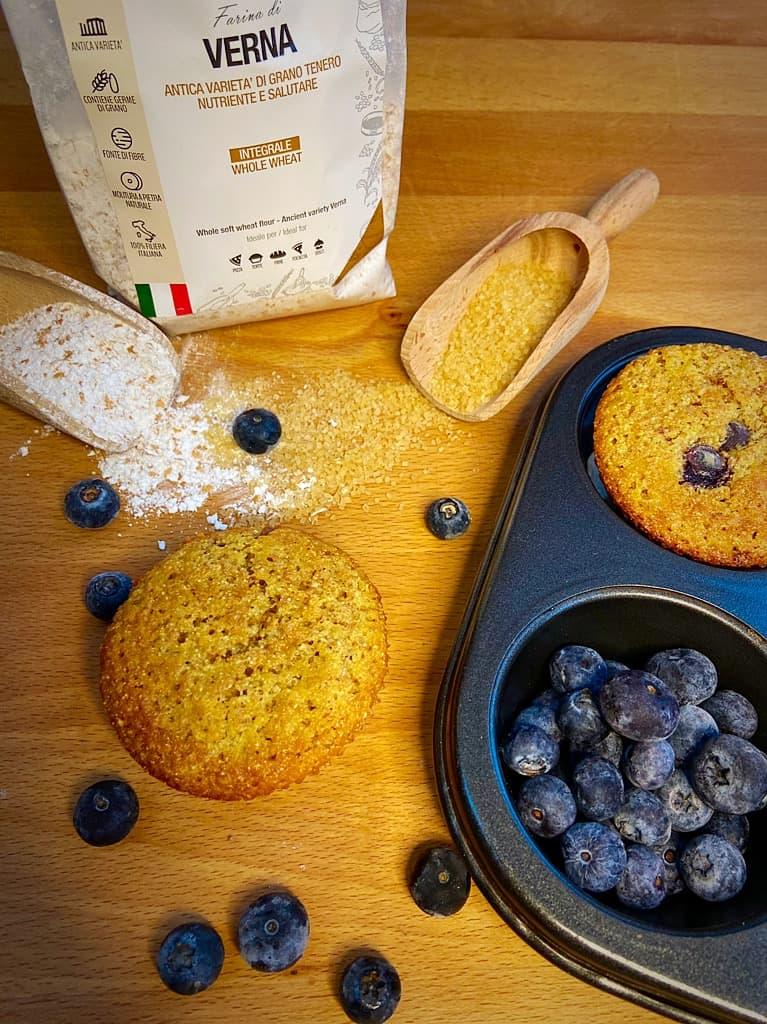 Muffin integrali ai mirtilli e cioccolato