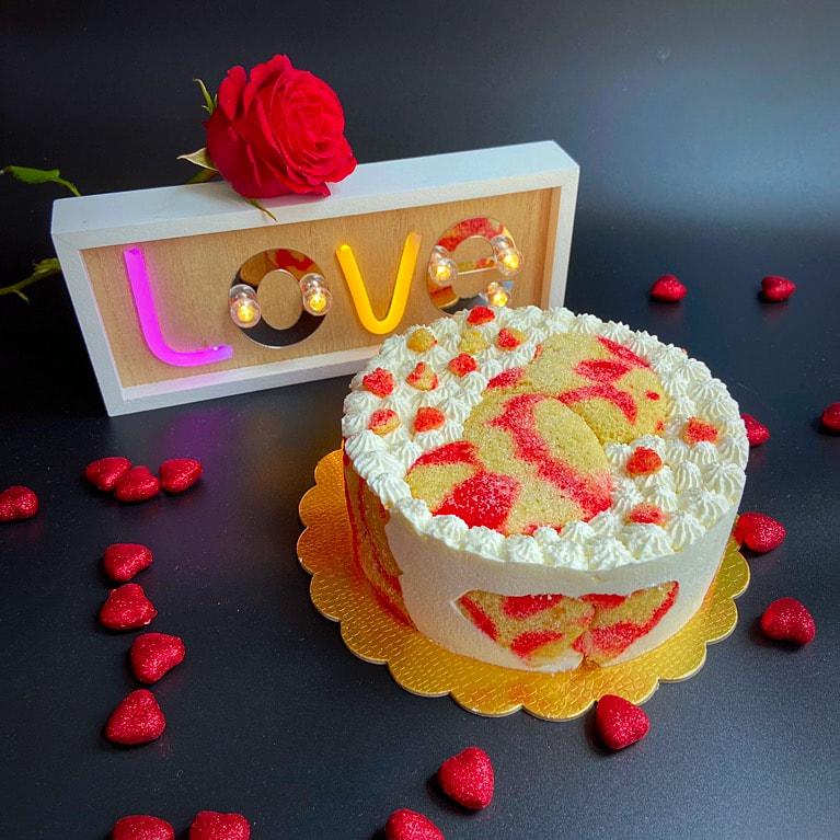 amore alla ricotta con rosa e scritta LOVE