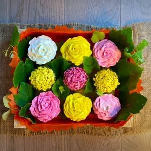casetta di fiori di cupcakes vista dall'alto